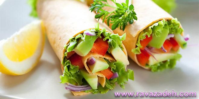 در وعده سحر، همراه با غذای سحر از مواد غذایی خام همچون کاهو یا میوه استفاده نکنید